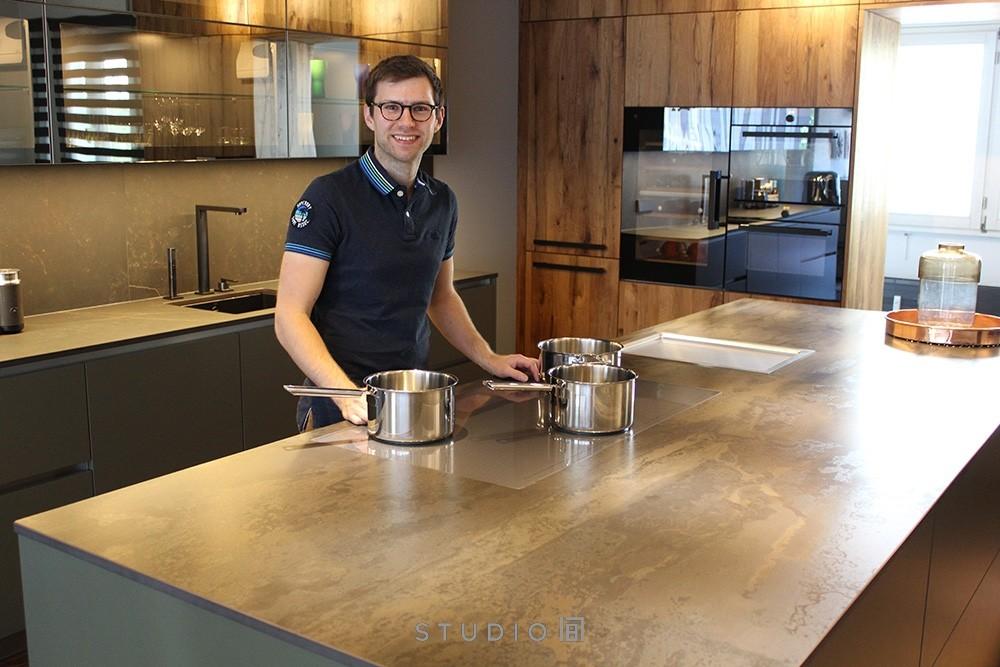 Gourmetkochen – ganz entspannt – mit dem FullFlex-Kochfeld von V-ZUG Foto: Studio187